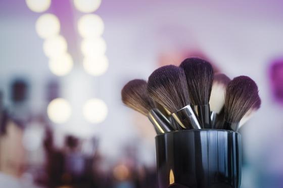 makeup-2824659_640
